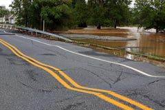 Vloed Beschadigde Rijweg Stock Foto's