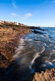 Vloed bij de kust in Anstruther, Schotland stock foto's