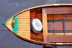 Vloed De reddingsboot op water Stock Foto's