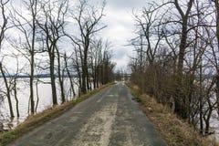 Vloed - een natuurverschijnsel Oude landweg Stock Fotografie