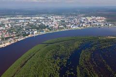 Vloed in nabijheid van Nizhnevartovsk, Tyumen-gebied, Rusland royalty-vrije stock afbeeldingen
