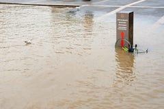 Vloed op de banken van de Zegenrivier in Parijs royalty-vrije stock afbeelding