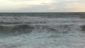 Vloed op de Welse Kust dichtbij Barmouth stock video