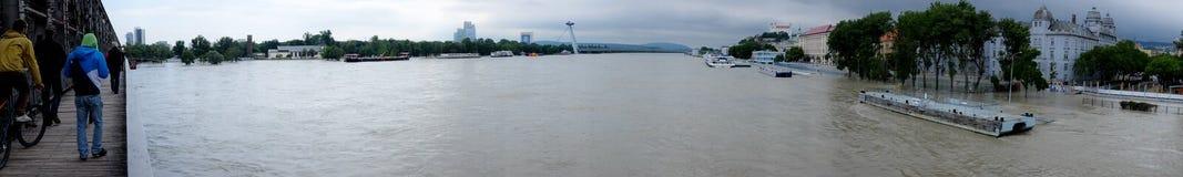 Vloed op Donau in Bratislava Stock Afbeelding