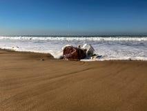 Vloed op zandstrand, de Atlantische Oceaan, Agadir, Marokko stock foto