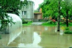 Vloed in Polen - Silesië, Zabrze, rivier Klodnica Royalty-vrije Stock Foto's