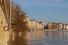 Vloed van de saonerivier in de stadscentrum van Lyon Royalty-vrije Stock Foto
