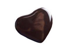 Vloeibare donkere chocolade in geïsoleerdeo hartvorm Stock Foto's