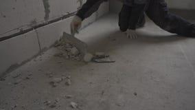 Vloer het schoonmaken na reparatie stock video