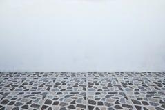 Vloer wiith tegels en blinde muur voor achtergrond Royalty-vrije Stock Fotografie