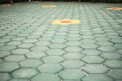 Vloerende groene hexagonale bevloering stock afbeeldingen