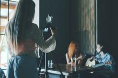 Vlog-Interview, das Soziallebensstil filmt Stockfotografie