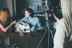 Vlog-Interview, das Soziallebensstil filmt Stockbild