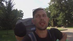 Vlog podróżnik jest wideo dzienniczkiem, selfie w naturze, zbiory wideo