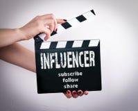 Vlogger и средства массовой информации influencer социальные выходя концепцию вышед на рынок на рынок стоковое фото