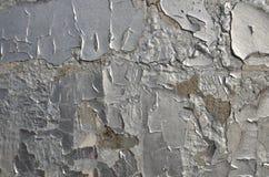 Vlokken van de oude schil gebarsten verf van zilveren kleur royalty-vrije stock fotografie