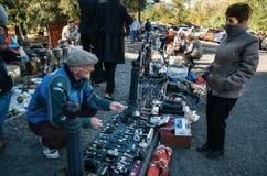 Vlooienmarkt met verkopers en klanten, Tbilisi, Georgië Royalty-vrije Stock Afbeelding