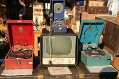 Vlooienmarkt Verkoop van oude dingen stock afbeeldingen