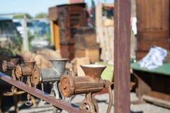 Vlooienmarkt Verkoop van oude dingen stock afbeelding