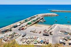Vloot van boten in Portugese haven stock foto