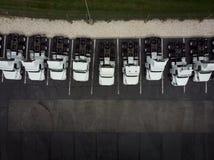 Vloot van de witte 18 semi-vrachtwagens van de speculantvracht royalty-vrije stock afbeeldingen