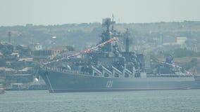 Vloot van de Zwarte Zee van het vlaggeschipoorlogsschip de Russische stock footage