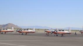 Vloot van Marinevliegtuigen op het Tarmac van een Luchthaven stock videobeelden