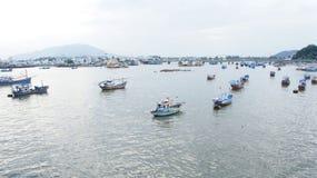 Vloot van sampannen van kust van Nha Trang, Vietnam royalty-vrije stock foto's