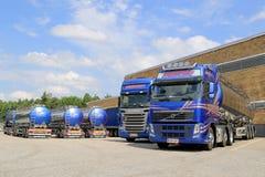 Vloot van Tankervrachtwagens op een Werf royalty-vrije stock foto