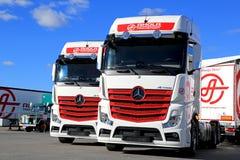 Vloot van Vrachtwagens op een Werf royalty-vrije stock afbeeldingen