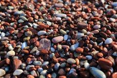 Vlotte natte multi-colored overzeese stenen stock foto