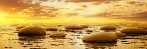 Vlotte stenen die in water bij zonsondergang nadenken Royalty-vrije Stock Foto's