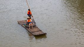 Vlotten op Li River in Yangshuo Guilin China stock foto's