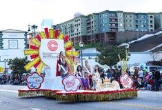 Vlotter die Quuen en Haar Hof vervoeren bij de Los Angelse Chinese Nieuwjaarparade royalty-vrije stock afbeeldingen