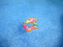 Vlotter in zwembad royalty-vrije stock fotografie