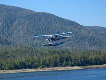 Vlottervliegtuig ongeveer aan Land stock foto's