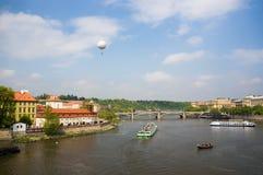 Vltava flod i Prague fotografering för bildbyråer