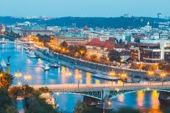 Vltava flod och broar i Prague Arkivfoto
