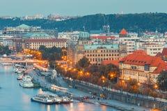 Vltava flod och broar i Prague Fotografering för Bildbyråer