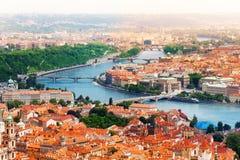 Vltava flod och broar i Prague Royaltyfri Fotografi
