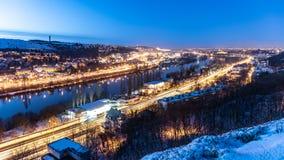 Vltava Fluss in Prag Winterabendansicht von Branik-Felsen Prag, Tschechische Republik stockfoto
