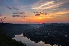 Vltava meander w wschodzie słońca, podkowa w republika czech zdjęcia royalty free