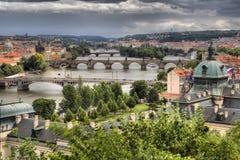 Vltava och broar i Prague Royaltyfri Bild