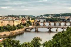 Vltava och broar i Prague Arkivbild