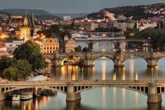 Vltava och broar i Prague Arkivfoto
