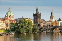 Vltava rzeka i Charles most, Praga Zdjęcia Stock
