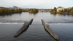 Vltava rzeka w Praga w jesieni zbiory