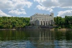 vltavou för slottnad-orlik Royaltyfri Foto