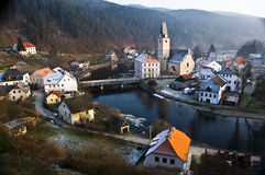 vltavou tchèque de rozmberk de république de NAD images libres de droits