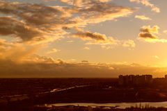 Vlucht bij zonsondergang Stock Fotografie